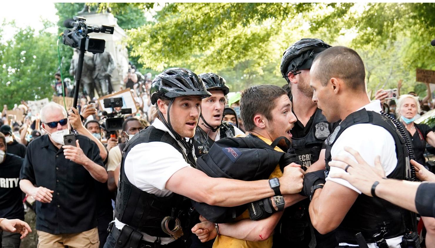Secret Service Locks Down White House As George Floyd's Death Protestors Gathered On Pennsylvania Avenue