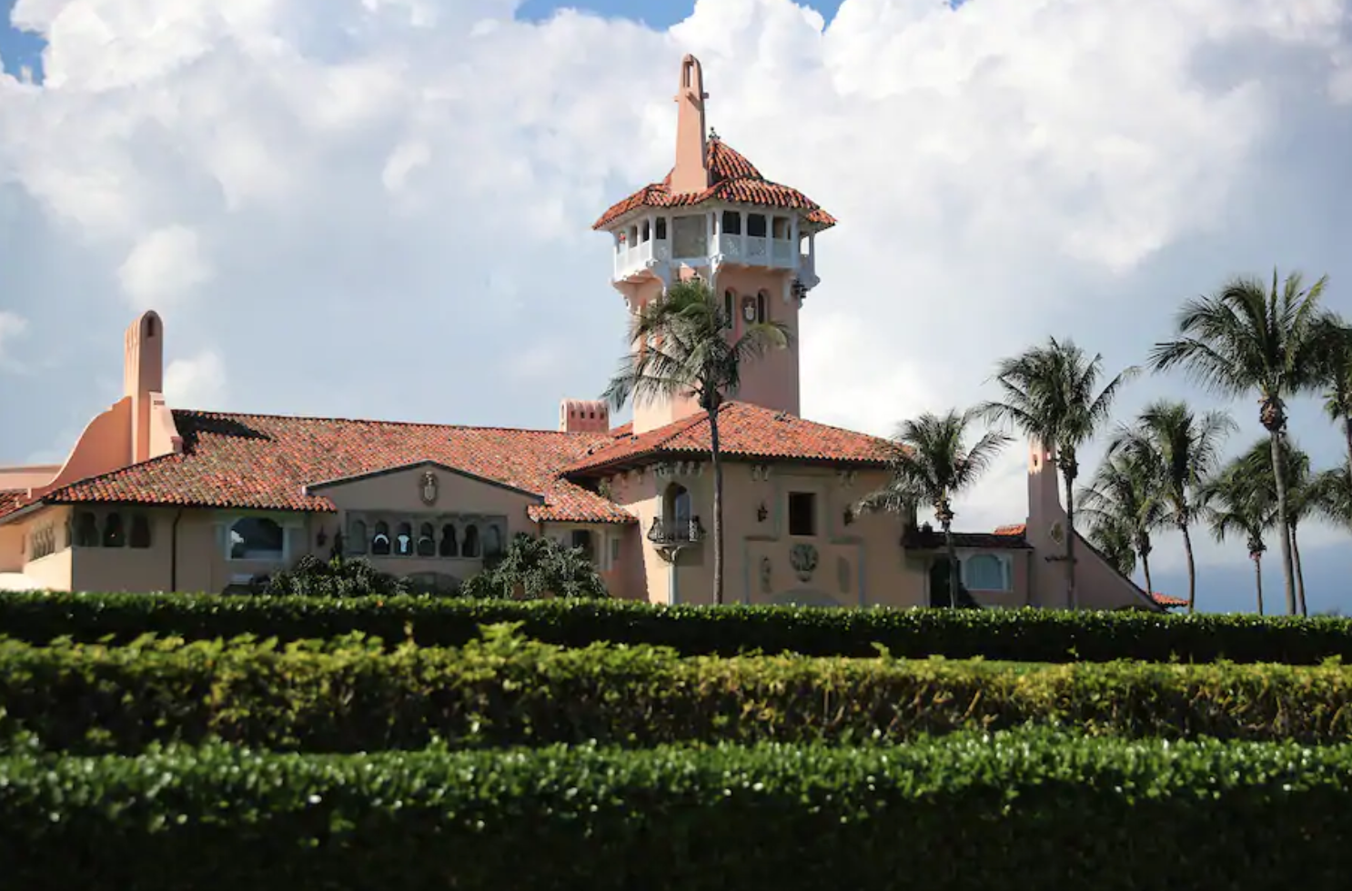Mar-a-Lago Neighbors Tell Trump That They Don't Want Him To Live There